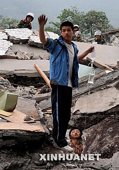 china-chengdu-2008-earthquake-buddy-supporting-trapped-victim.jpg