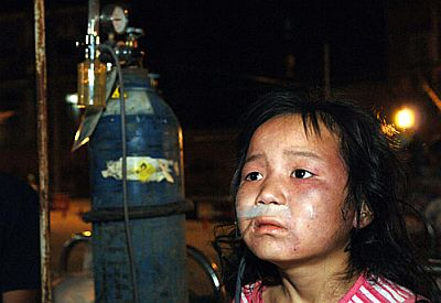 china-earthquake-2008-sichuan-girl-looking-for-motherjpg.jpg