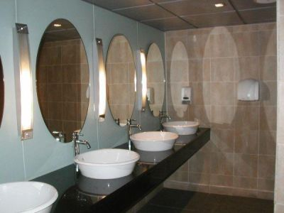 celebrity-fitness-1-utama-changing-room-basin.jpg