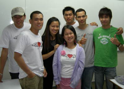 yvonne-foong-and-segi-college-friends.jpg