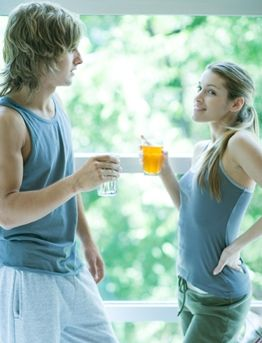 offer-drink-to-girl-at-gym.JPG