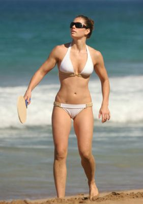 jessica-biel-bikini-seaside.jpg