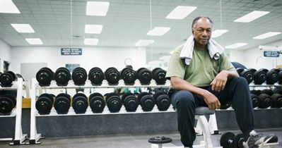 old-black-man-resting-between-sets.JPG