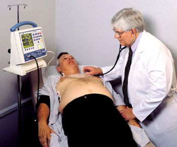 doctor-checking-heart-rate-overweight-patient.jpg