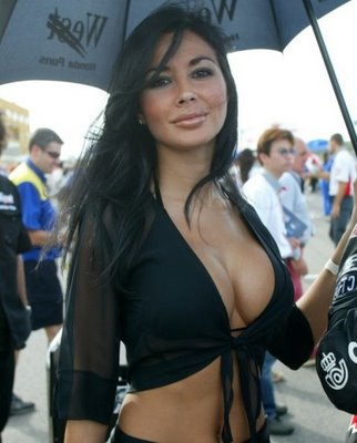 f1-umbrella-girl.jpg