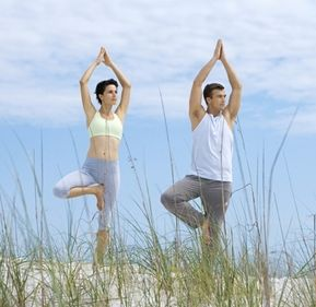 tree-pose-by-couple-outdoor.JPG