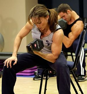 http://munfitnessblog.com/wp-content/uploads/2008/05/biceps-dumbbell-concentration-curl-fitness-class.jpg