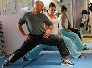 instructor-showing-lunge-at-gym.jpg