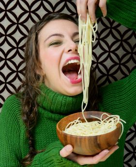 eating-long-noodles.jpg