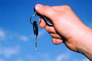holding-car-key.jpg