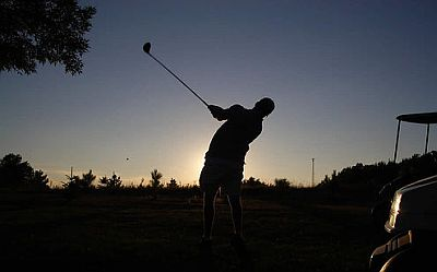 powerful-swing-in-golf-game.jpg