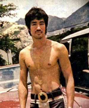 Bruce-Lee-Shirtless-Car.jpg
