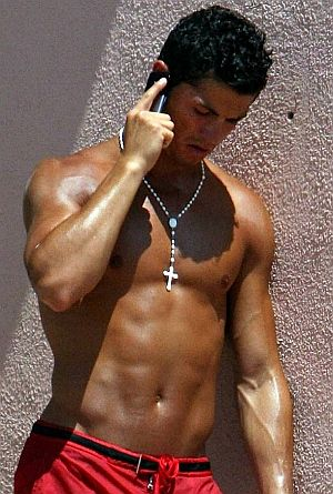 Cristiano-Ronaldo-Shirtless-Talking-On-Phone.jpg